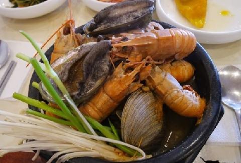 Cheonjiyeon Falls Hoetjip (Raw Fish Restaurant) 대표이미지
